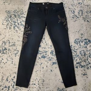 Kut from the Kloth sz 6 dark wash embroidered jean